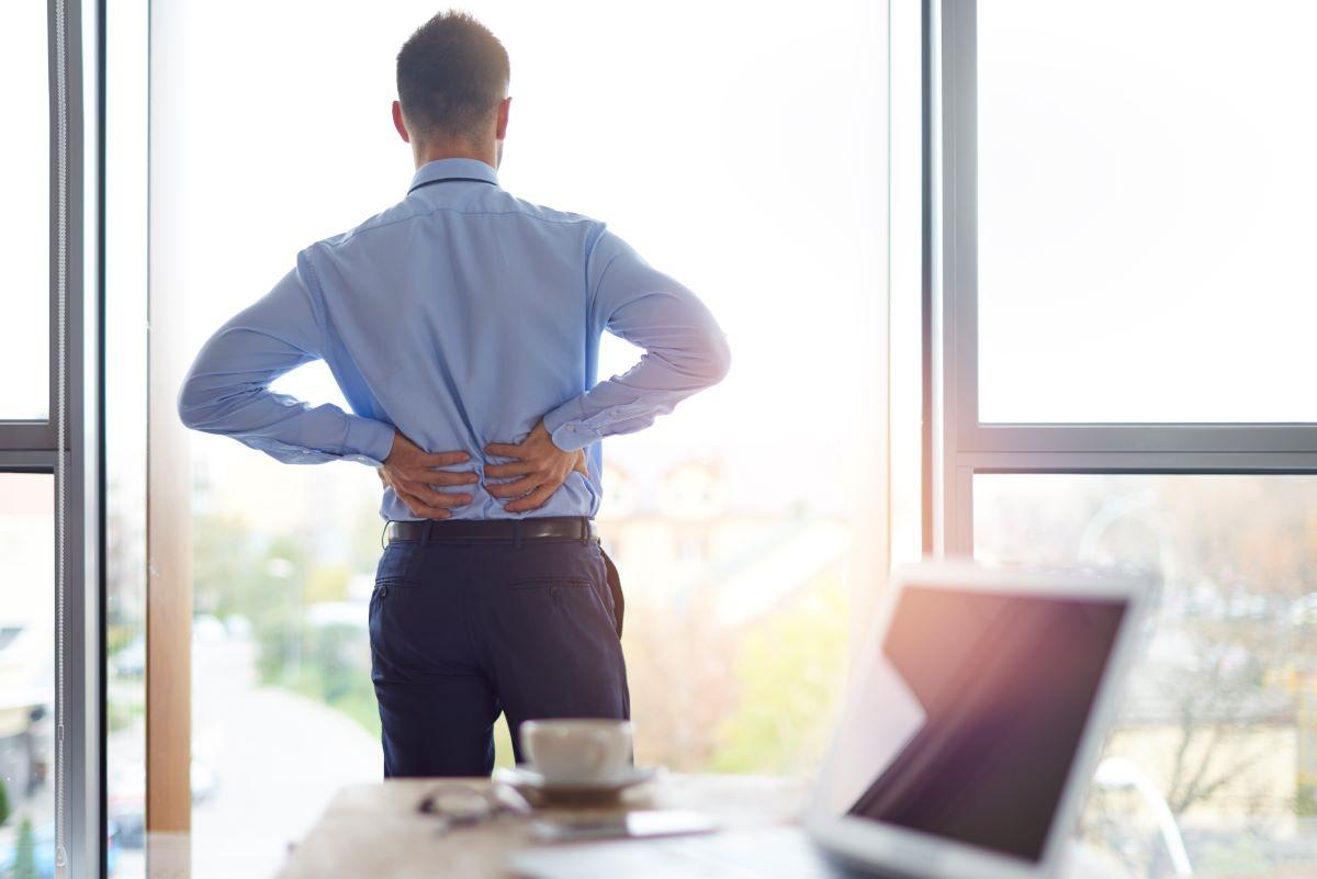 Dores na coluna é assunto recorrente em ambientes de trabalho